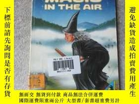 二手書博民逛書店Magic罕見in the Air (Young Puffin