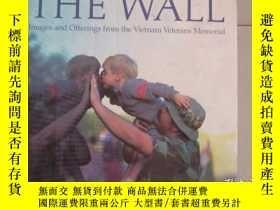 二手書博民逛書店THE罕見WALL images and offerings f
