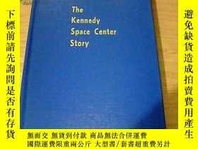 二手書博民逛書店The罕見Kennedy Space Center Story