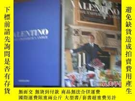 二手書博民逛書店VALENTINO罕見AT THE EMPEROR`S TABL