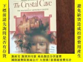二手書博民逛書店The罕見Crystal Cave by Mary Stewar