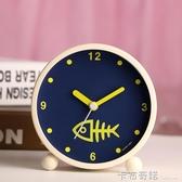 日韓藝術可愛金屬鬧鐘創意靜音夜燈時尚數字學生床頭鬧鐘臥室裝飾 卡布奇諾