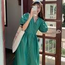洋裝 日韓系復古拼接V領排扣泡泡袖連身長裙 花漾小姐【預購】