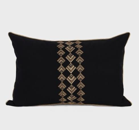 [協貿國際]樣板房家居軟裝沙發床頭靠包抱枕/黑金幾何圖案繡花腰枕