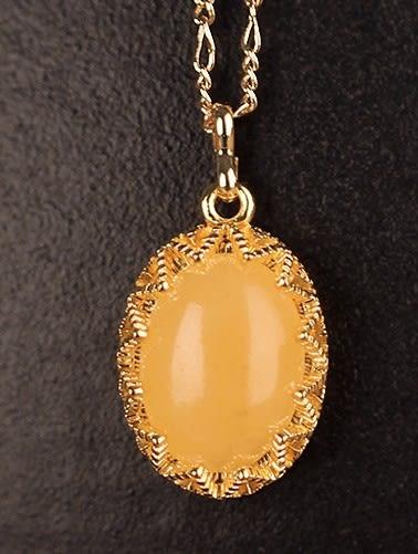 [協貿國際]天然蜜蠟黃玉鑲嵌橢圓形吊墜鍍24K金鍊單條價