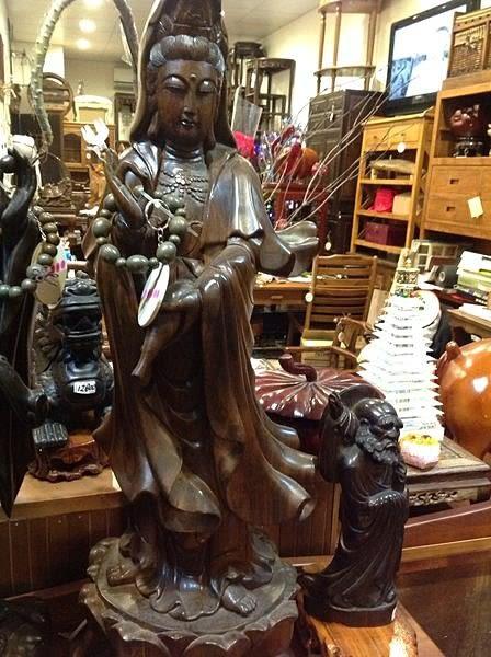 8號店鋪 紫檀木雕觀音像