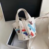 夏天小包包新款潮時尚流行水桶包百搭ins斜背包網紅手提女包 歐亞時尚