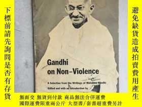 二手書博民逛書店Gandhi罕見on Non-violence: Selecte