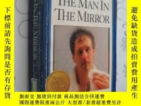 二手書博民逛書店The罕見Man in the Mirror: Solving