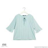 【INI】亮眼魅力、感紋路面料荷葉袖口上衣.蘋果綠色