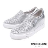 Tino Bellini 銀光閃耀細緻雕花厚底休閒鞋_ 銀 A83075