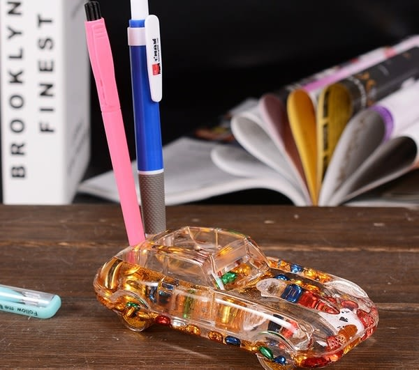 汽車入油筆插辦公文具筆筒桌面裝飾擺件畢業禮物送同學老師(隨機出貨)─預購CH343