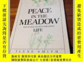 二手書博民逛書店Peace罕見in the Meadow and Other E