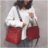 水桶包 大容量紅色新娘包包女包新款時尚側背斜背包小ck結婚包水桶包 町目家