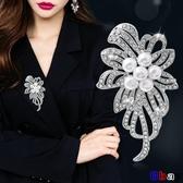 【貝貝】時尚胸花女開衫毛衣外套胸針西裝大別針韓國鑲鉆花朵配飾