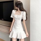 短袖洋裝~法式復古白色洋裝女2020夏季新款收腰顯瘦方領摺皺荷葉邊短裙