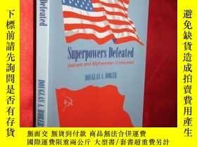 二手書博民逛書店Superpowers罕見Defeated: Vietnam a