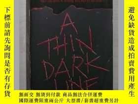 二手書博民逛書店英文原版《罕見A Thin Dark 》Tami Hoag 著Y