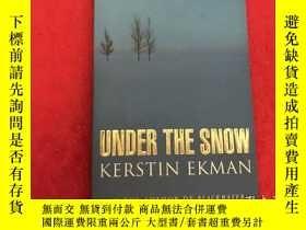 二手書博民逛書店UNDER罕見THE SNOW KERSTIN EKMANY18