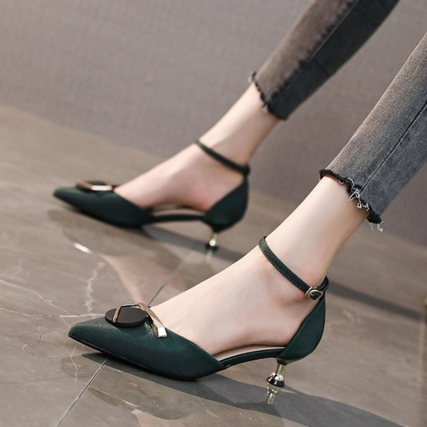 低跟鞋 包頭涼鞋女網紅法式少女一字扣高跟鞋女3cm細跟尖頭中空單鞋低跟