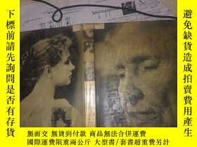 二手書博民逛書店THE罕見THREE LIVES OF HELEN KELLER