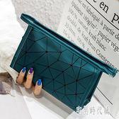 新款鐳射菱形化妝包幾何菱格手包個性亮片女化妝品防水旅行小包包 DJ8214【宅男時代城】