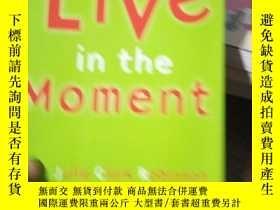 二手書博民逛書店Live罕見In The MomentY15389 Robins