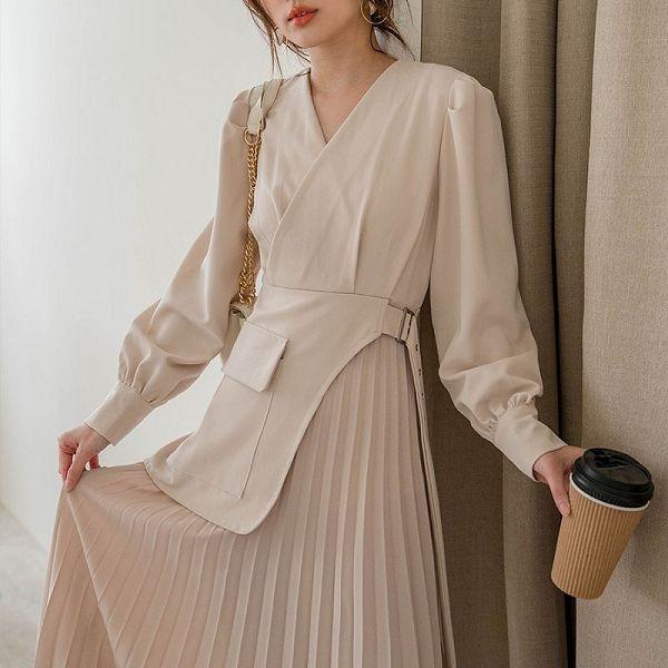 現貨-MIUSTAR 質感設計感風衣式接片百褶洋裝(共2色)【NJ0303】