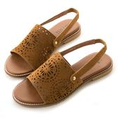 amai柔軟親膚-復古絨面雕花鏤空勾帶涼鞋 駝