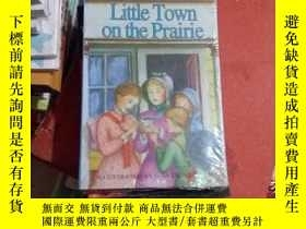 二手書博民逛書店LITTLE罕見TOWN ON THE PRAIRIE 草原上的