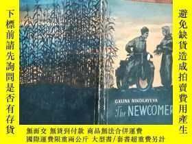 二手書博民逛書店【2544罕見THE NEWCOMER 英文原版 ,166頁,Y