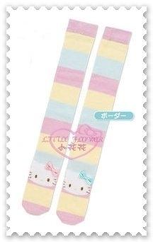 ♥小花花日本精品♥ Hello Kitty 繽紛條紋 大臉 絨毛 保暖 舒適 長筒襪 襪子 冬天必備 56990508
