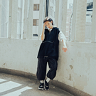 Queen Shop【01097136】拉鍊設計大口袋連帽背心*現+預*