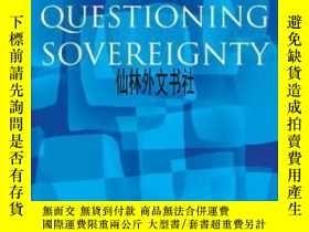 二手書博民逛書店【罕見】2002年出版 Questioning Sovereig