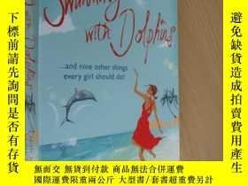 二手書博民逛書店Swimming罕見with Dolphins 《和海豚同遊》