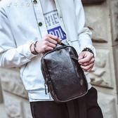 胸包男士韓版腰包時尚流背包胸前包斜背包休閒皮質單肩包男包「千千女鞋」