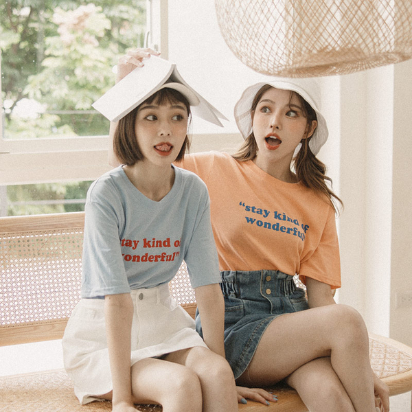 Queen Shop【01038517】Stay Kind Of Wonder配色字母TEE 兩色售*現+預*