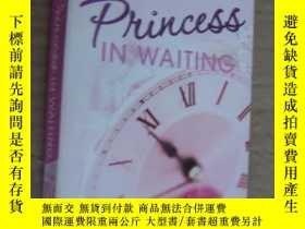 二手書博民逛書店Princess罕見in Waiting by Meg Cabo
