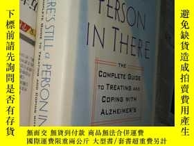 二手書博民逛書店There s罕見Still a Person in There