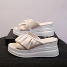增高拖鞋 厚底楔形拖鞋女外穿新款夏季時尚厚底增高鬆糕鞋高跟涼拖鞋-Ballet朵朵