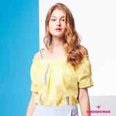 【SHOWCASE】一字領露肩彩色織帶澎袖造型上衣(黃)
