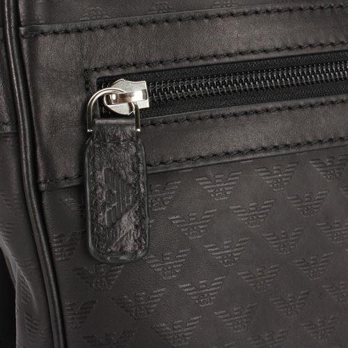EMPORIO ARMANI經典老鷹標誌壓紋全皮革掀蓋式大斜背書包(黑色)102006