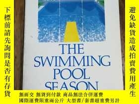二手書博民逛書店The罕見Swimming Pool Season (Scept
