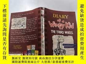 二手書博民逛書店DIARY罕見of a Wimpy Kid THE THIRD WHEEL:一個懦弱的孩子的日記第三個輪子.Y
