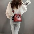 水桶包包包女新款韓版百搭ins時尚寬帶斜挎包大氣水桶包女包潮   【全館免運】