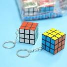 迷你魔術方塊 3x3 小魔術方塊鑰匙圈 3cm/一個入{定10} 迷你方塊魔方附鎖圈 魔術方塊鑰匙圈~2606
