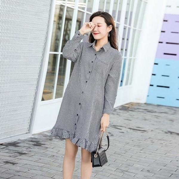 漂亮小媽咪 韓系洋裝 【D1963】 翻領 格紋 長袖洋裝 格子紋 寬鬆 孕婦裝 荷葉裙 魚尾裙