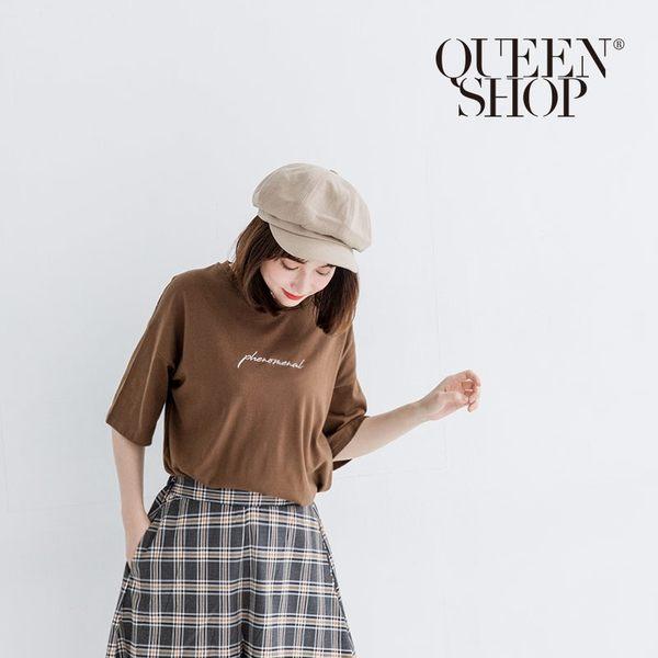 Queen Shop【01037695 】草寫刺繡圖案短袖棉T 兩色售*現+預*