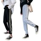 EASON SHOP(GW8718)實拍側邊反光線條撞色高腰顯瘦鬆緊腰直筒褲女長褲抽繩束口休閒運動棉褲寬鬆縮口