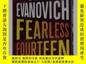 二手書博民逛書店英文原版罕見Fearless Fourteen by Janet